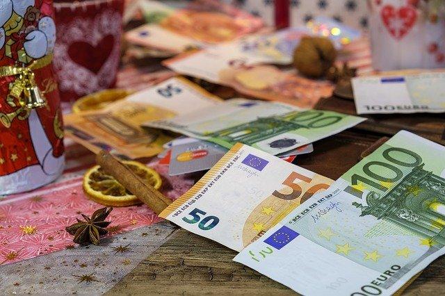 peníze na dárky