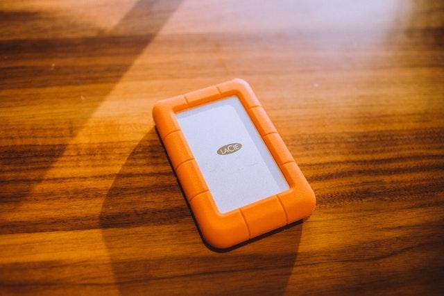ochranné kryty velmi výrazné – oranžové a bytelné