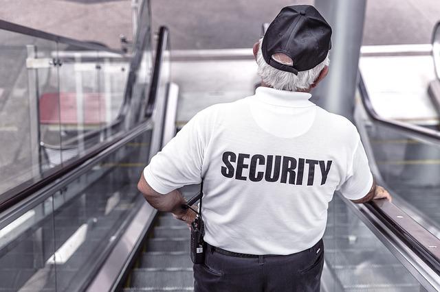 ochranka v bílém