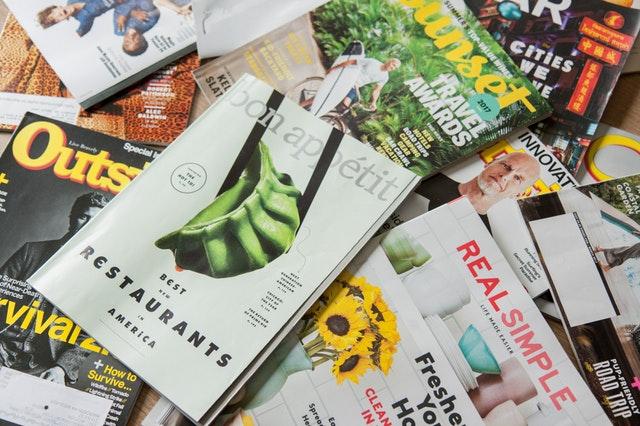 obálky časopisů, brožury