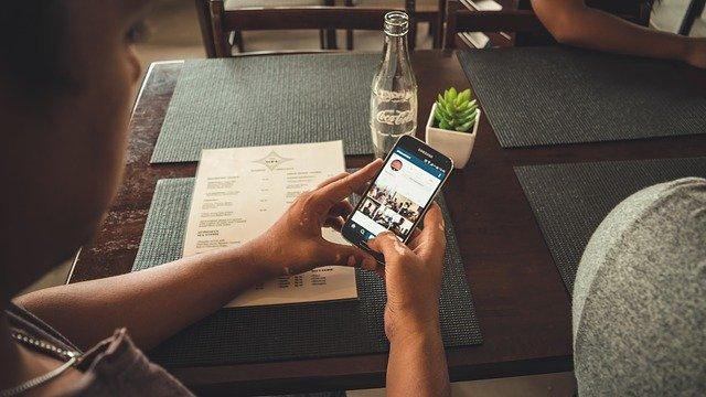 online v restauraci